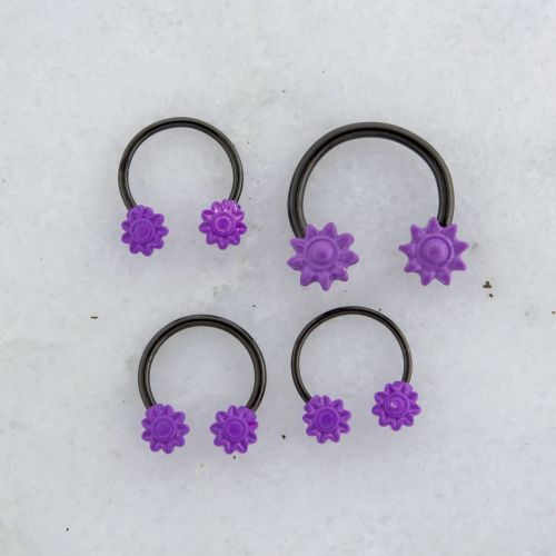 HORSESHOE WITH FLOWER ENDS